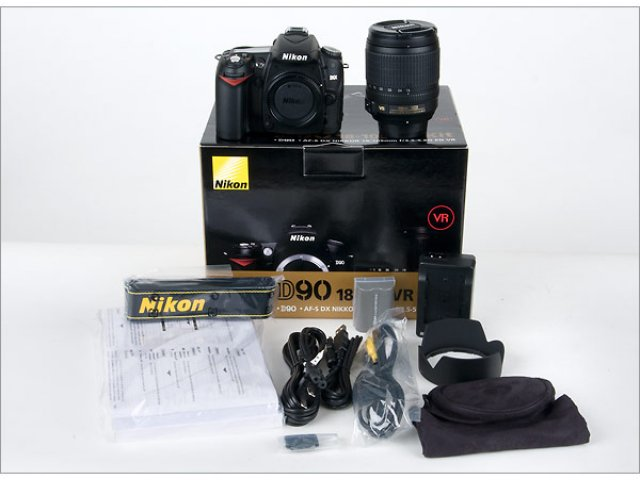 Nikon D90 Digitale Camera met 18-135mm lens ... 520 dollar